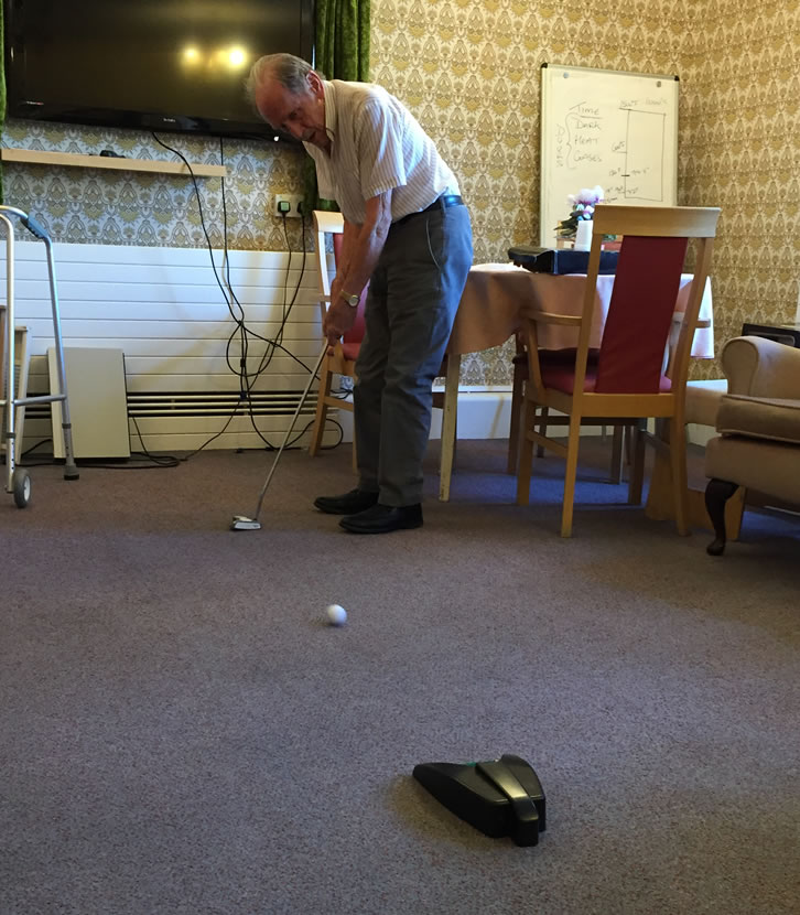 Golf is recognised as a good activity for promoting mental, physical and social wellbeing. Putting is a relaxing and ideal indoor activity that can be done by people with previous golfing skills and those who have never played before.