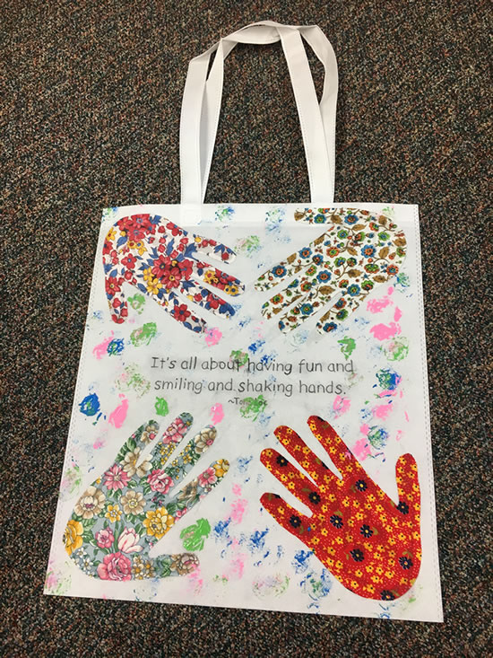 A great intergenerational activity with older children, using skills to trace, color and cut under the supervision of senior residents or staff. This activity promotes teamwork and creates a special bond between seniors and children.