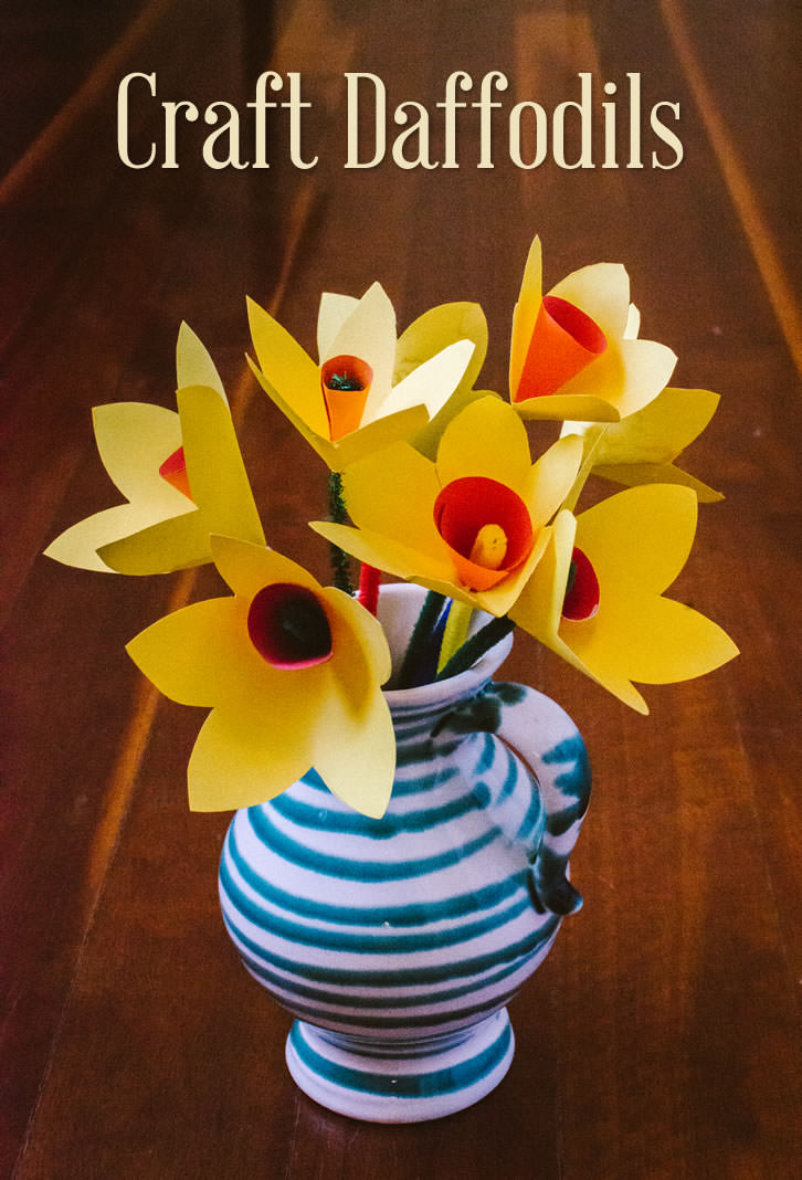 Make beautiful paper daffodil flowers to celebrate the arrival of Spring!